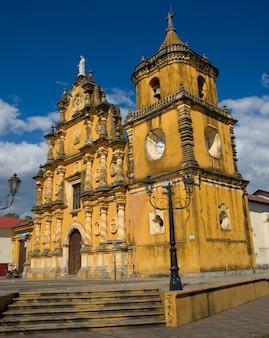 Iglesia de recolección-kerk in leon, nicaragua. vanaf 1786.