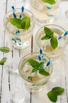 Ijs groene thee met munt