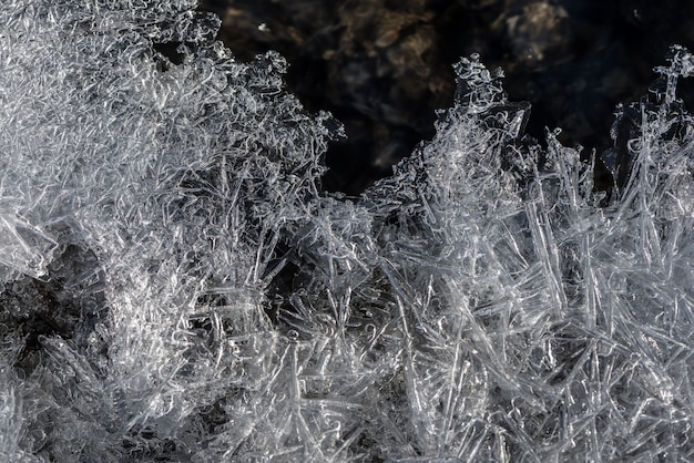 Ijs textuur. ijssegment met bubbels, zuurstof in bevroren water.