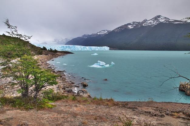 Ijsberg in perito moreno gletsjer, el calafate, patagonië, argentinië