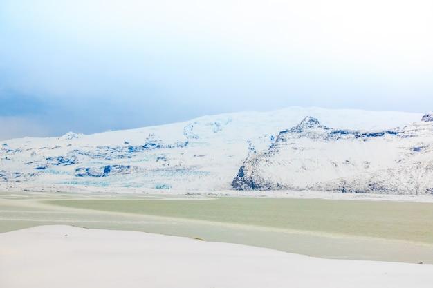 Ijsbergen in de gletsjer lagune, ijsland.