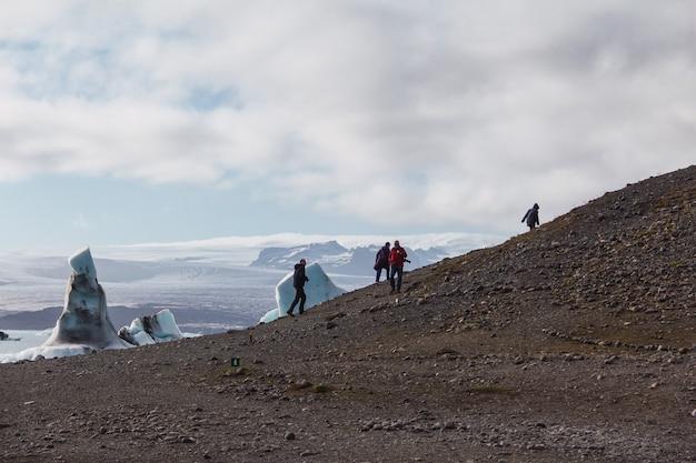 Ijsbergen in lagune, ijsland, een deel van het gletsjer nationale park.