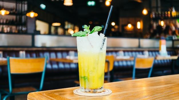 Ijsdrank cocktail drinkglas