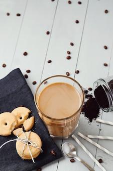 Ijskoffie met latte. ochtend ontbijt concept