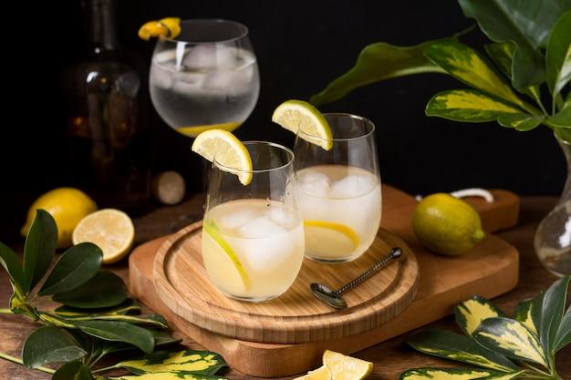 Ijskoude alcoholische drank klaar om te worden geserveerd