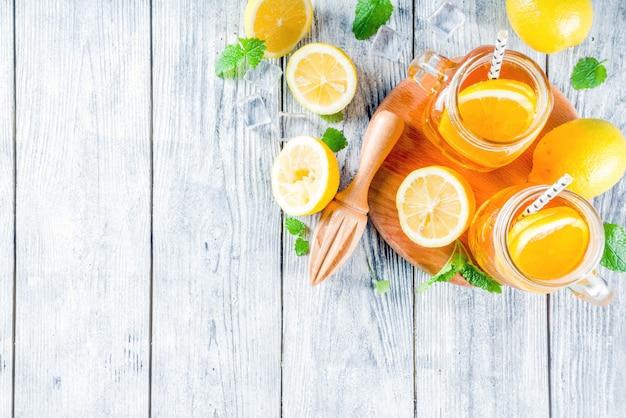Ijsthee met citroen en munt