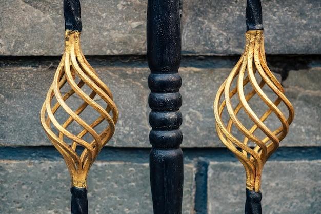Ijzeren poortornament. decoratieve metalen elementen