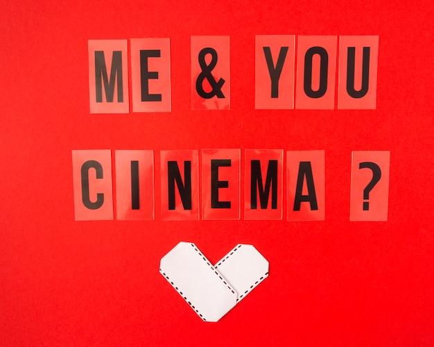 Ik en je bioscoop belettering op rode achtergrond