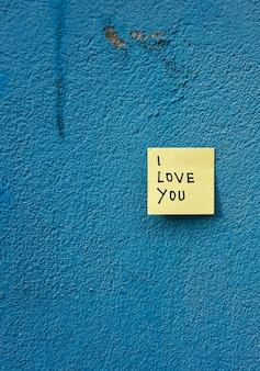 Ik hou van je bericht geschreven op papier