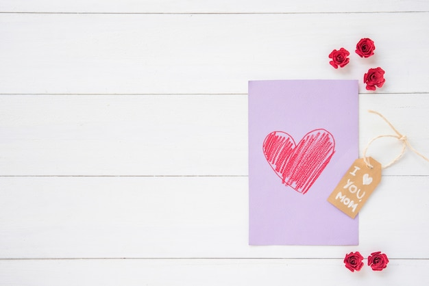 Ik hou van je moeder inscriptie met hart tekenen op tafel