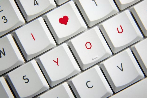 Ik hou van je op het toetsenbord
