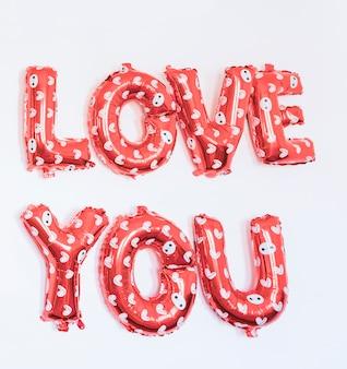 Ik hou van je opschrift van ballonnen