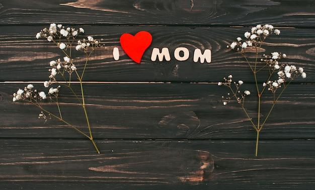 Ik hou van moeder inscriptie met bloemtakken