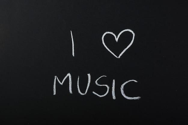 Ik hou van muziek tekst geschreven met krijt op blackboard
