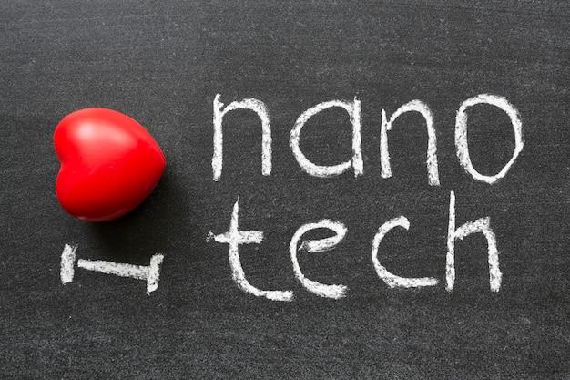 Ik hou van nanotech-zin met de hand geschreven op het schoolbord