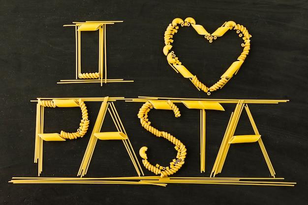 Ik hou van pasta tekst op zwarte achtergrond
