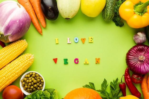 Ik hou van vegan belettering op groene achtergrond