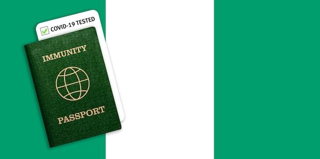 Immuniteitspaspoort met covid-test op de nationale vlag van nigeria