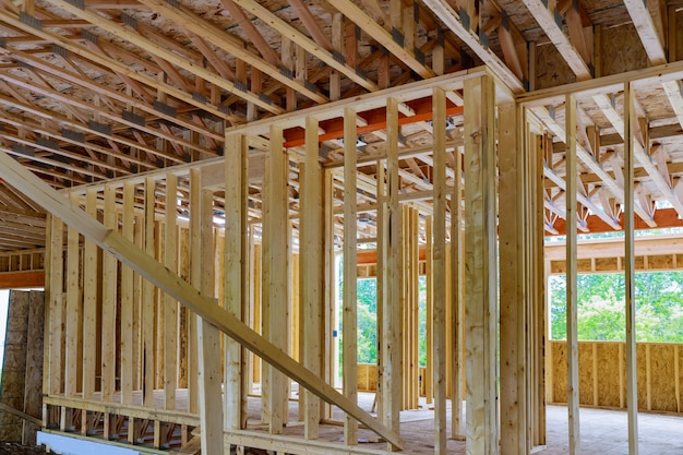 In aanbouw huis dat binnenlandse mening van huis frame