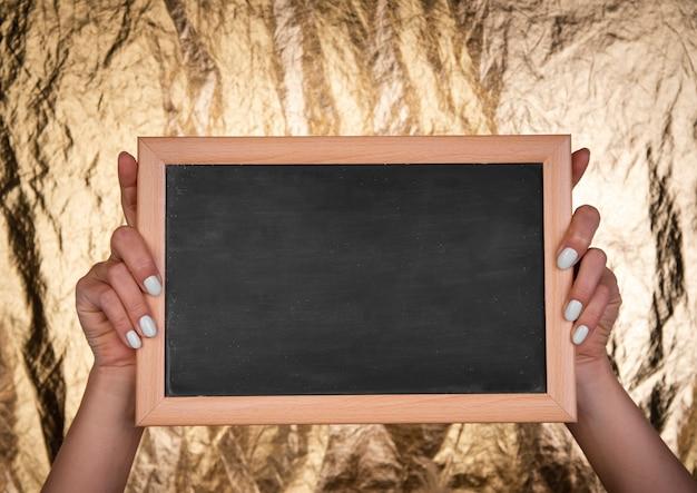In de hand gehouden horizontaal schoolbordmodel