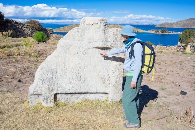 Incaruïnes op eiland van de zon, titicaca-meer, bolivië