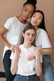Inclusieconcept met multiculturele vrienden