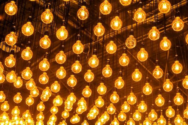 Inclusief lampjes die aan het plafond hangen, achtergrondafbeelding