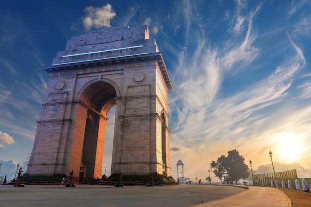 India gate in new delhi, zonsondergang.