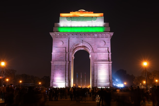 India gate verlicht 's nachts, new delhi.