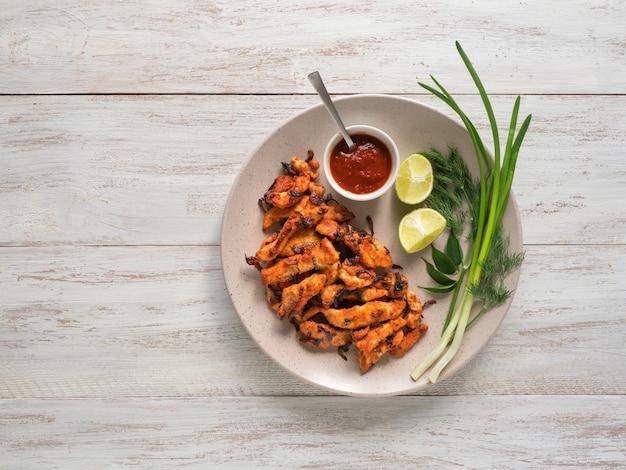 Indiaans eten. kerala chicken pakoda. lekkere pakora's bereid in zuid-indiase stijl