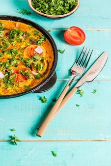Indiaas eten recepten, indiase masala ei omelet, met verse groenten