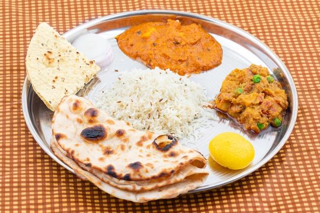 Indiaas traditioneel speciaal thali-eten