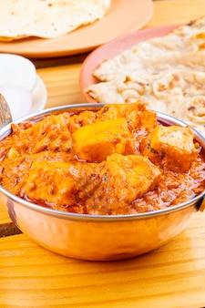 Indian delicious spicy cuisine paneer toofani geserveerd met tandoori roti
