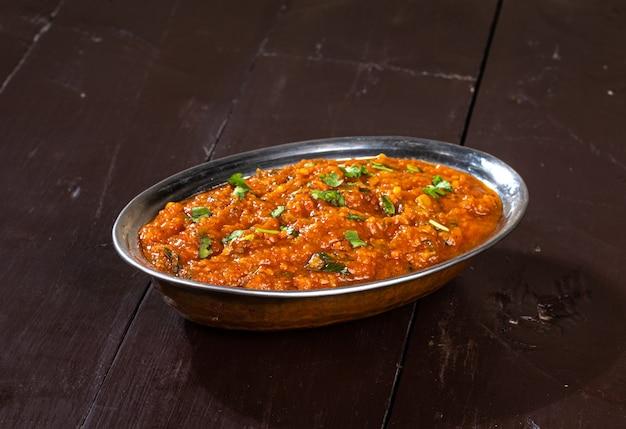 Indian street vegetarisch fast food pav bhaji, het is gemaakt van aardappel, erwten, fijne bloem en andere indiase kruiden