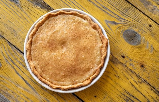 Indiana sugar cream pie op de houten achtergrond