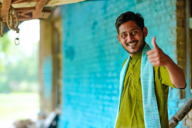 Indiase boer laat klappen vallen