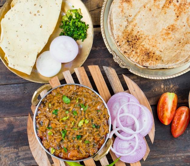 Indiase keuken sev tamatar