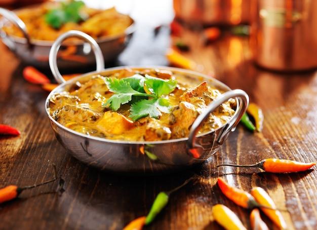 Indiase kipcurry in een balti-gerecht