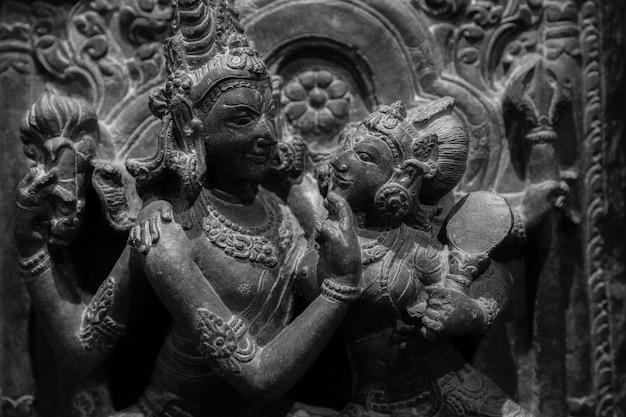 Indiase minnaars in tantrische positie, origineel vervaardigd in noordwest-india, 10-11 eeuw