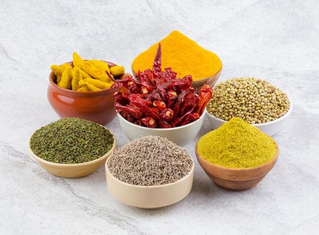 Indiase specerijen collectie op vintage achtergrond