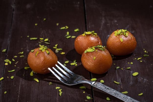 Indiase traditionele dessert gulab jamun