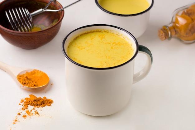 Indiase traditionele gouden melk