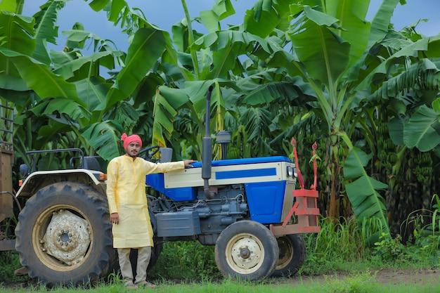Indisch boerenportret met tractor
