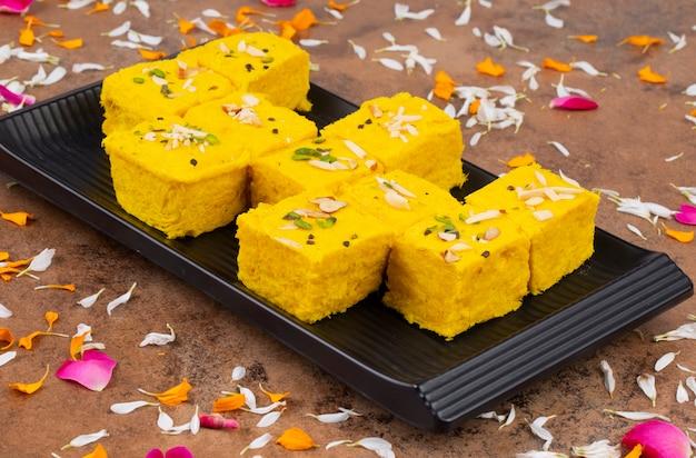 Indisch speciaal traditioneel zoet voedsel soan papdi
