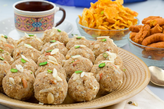 Indisch traditioneel zoet voedsel urad dal laddu