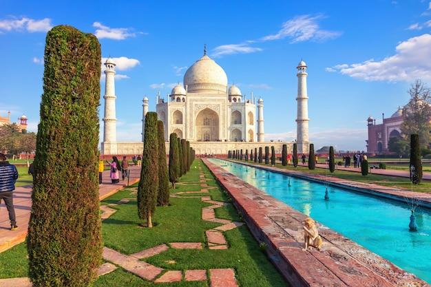 Indisch wereldwonder - taj mahal mausoleum in agra.