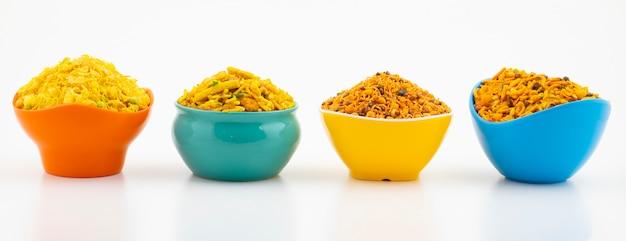 Indische traditionele namkeen-voedselinzameling