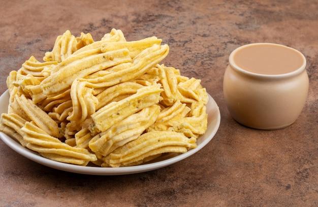 Indische traditionele pittige snack ghatiya