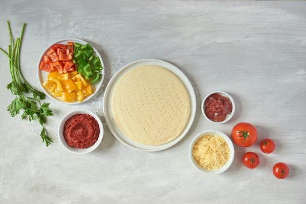 Individuele pizza's bereiden vanuit de pizzabar
