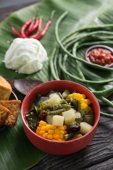 Indonesische keuken met sayur asam